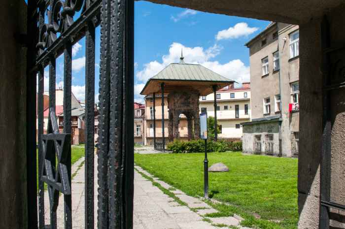 Bima der Synagoge in Tarnów