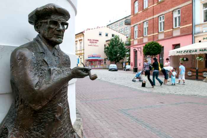 Skulptur mit einer Darstellung von Roman Brandstaetter in Tarnów