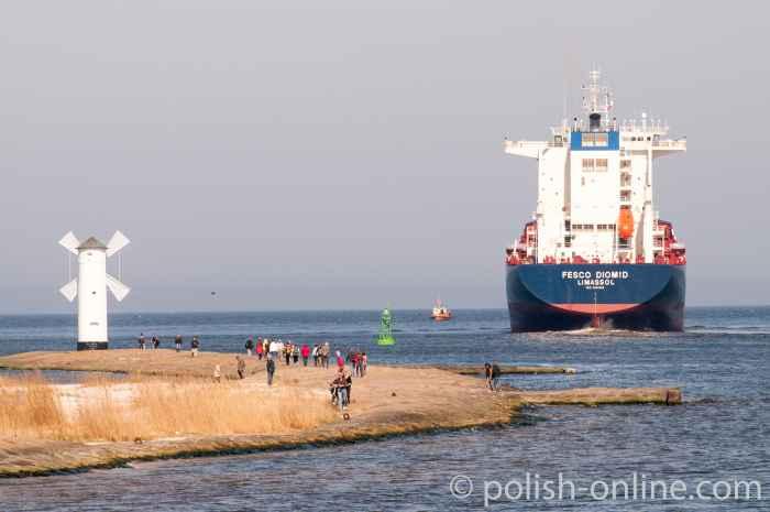 Containerfrachter Fesco Diomid in Swinemünde