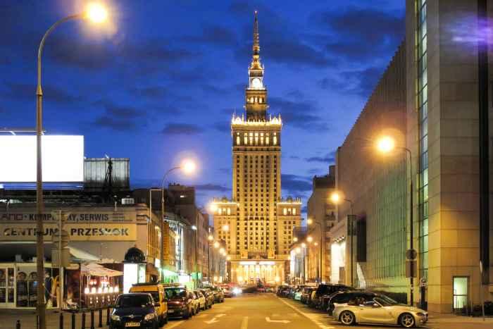 Kulturpalast in Warschau bei Nacht