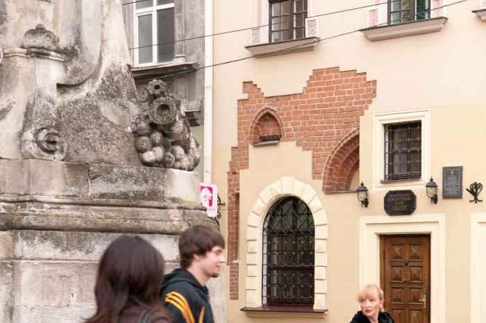 Gotische Fragment an einer Fassade in Lemberg