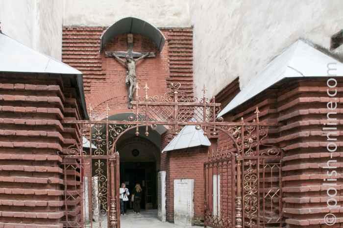 Eingang zur armenischen Kirche in Lemberg