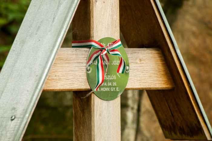Grab eines ungarischen Soldaten auf dem Soldatenfriedhof Łucna