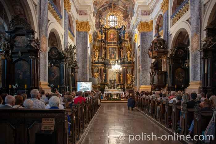 Abendmahl in der Basilika Heilige Linde