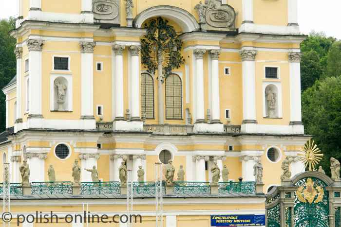 Fassade der Basilika Heilige Linde