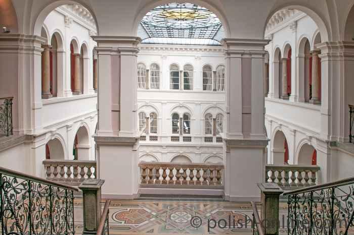 Filigranes Glasdach des Nationalmuseum in Breslau