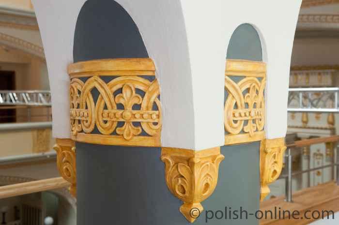 Kapitell auf der Frauenempore Synagoge Breslau (Wrocław)
