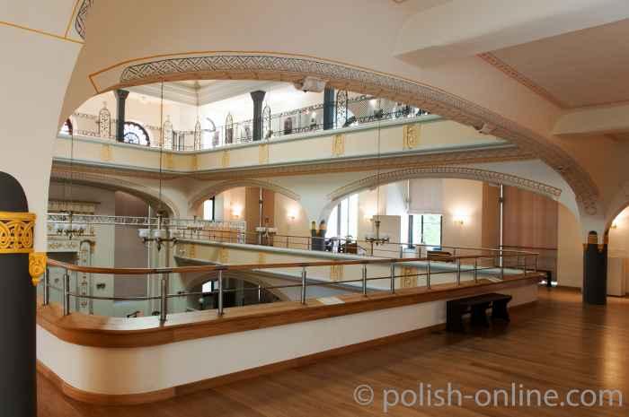 Blick in eine Frauenempore Synagoge Breslau