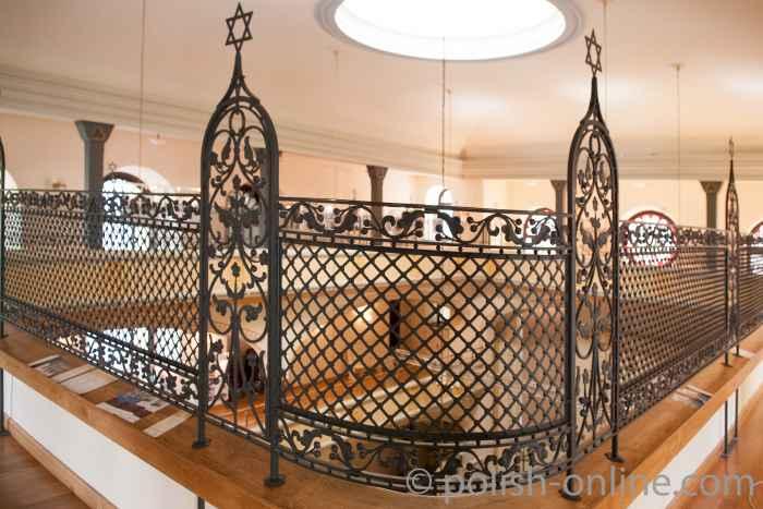 Kunstvoll geschmiedetes Gitter auf der oberen Frauenempore Breslau