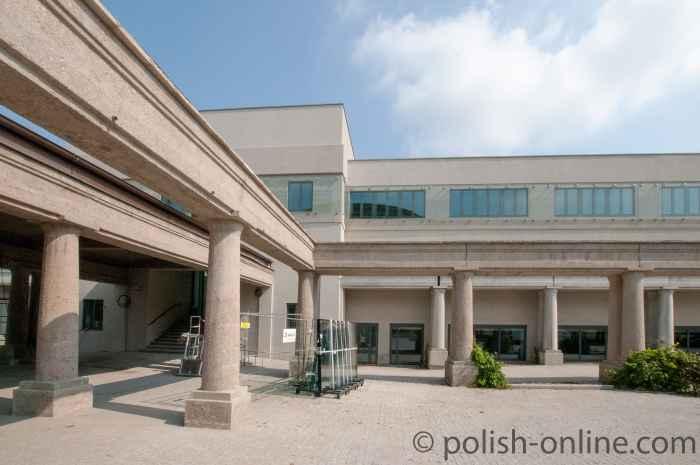 Säulengang zum Terrassenrestaurant Jahrhunderthalle Breslau