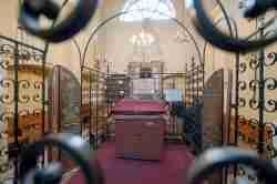 Blick in die Bima der Remuh Synagoge in Krakau