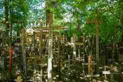 Holzkreuze auf dem Grabarka-Hügel