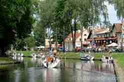 Segelboote auf dem Kanal in Lötzen Ermland und Masuren