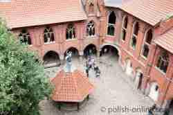 Foto vom Innenhof des Hochschlosses der Marienburg (Polen)