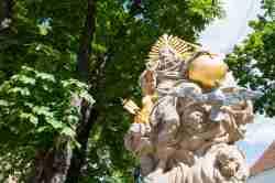 Statue des Heiligen Nepomuk im Kloster Kamenz (Kamieniec Ząbkowicki)