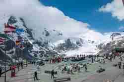 Aussichtsplattform oberhalb des Gletschers Pasterze in den Alpen