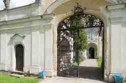 Haupteingangstor der Wallfahrtskirche in Krossen (Krosno)