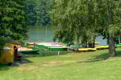 Ruderboote am Ufer des Großen Wongel Sees