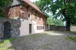 Ehemaliger Wehrturm neben der Pfarrkirche in Hohenstein (Olsztynek)