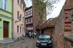 Schiefer Turm in Thorn und Stadtmauer