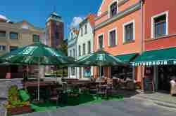 Markt und Maria-Himmelfahrt-Kirche in Żagań