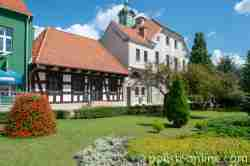 Bosniaken-Wache und Rathaus in Sensburg (Mrągowo)