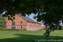 Wirschaftsgebäude am Schloss Eichmedien (Nakomiady)