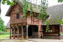 Bauernhaus mit Vorlaube im Freilichtmuseum in Hohenstein