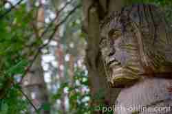 Holzfigur im Freilichtmuseum in Hohenstein