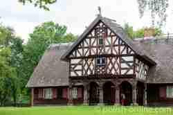 Bauernhaus aus Bordehnen (Burdajny) im Freilichtmuseum der volkstümlichen Baukunst in Hohenstein