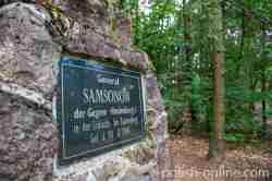 Gedenktafel am Samsonow-Stein in Klein Piwnitz in Masuren