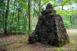 Rückseite des Samsonow-Steins in Klein Piwnitz