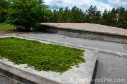 Aschehügel auf dem Gelände der Gedenkstätte des Vernichtungslager Sobibor