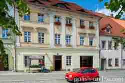 Barockes Haus auf dem Marktplatz von Schömberg (Chełmsko Śląskie)
