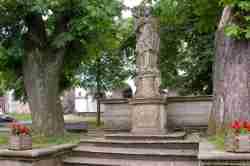 Brunnen des Heiligen Nepomuk in Schömberg in Niederschlesien