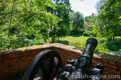 Kanone im Schlosspark von Gallingen (Galiny)