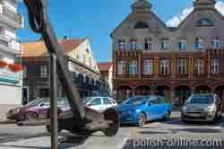 Anker des Frachtschiffes Orneta auf dem Marktplatz von Wormditt (Orneta) im Ermland