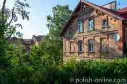 Verfallenes Haus am Fluss Drewenz in Wormditt (Orneta) im Ermland