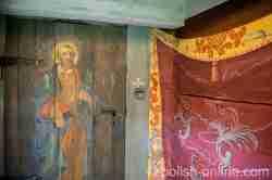 Darstellung der Petrus-Figur an einer Holztür in der Kirche in Reichenau (Rychnowo) in Masuren
