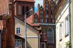 Häuser mit griechisch-katholischer Kirche in Landsberg i. Ostpreußen (Górowo Iławeckie)