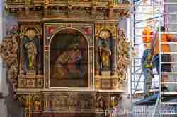 Altarbild mit der Darstellung der Fußwaschung Christi durch Maria Magdalena in der Johanniskirche in Bartenstein (Bartoszyce)
