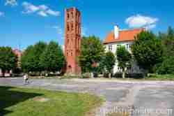 Turm der ehemaligen evangelischen Kirche in Mehlsack (Pieniężno) im Ermland