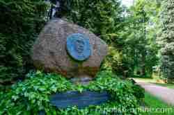 Gedenkstein für den ersten Direktor des Arboretiums in Kurnik (Kórnik) in Großpolen