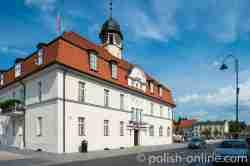 Rathaus auf dem Marktplatz von Kurnik (Kórnik) in Großpolen