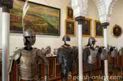 Rüstungen im Schloss in Kurnik (Kórnik) in Großpolen