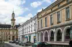 Straßenzug mit Rathaus in Neu Sandez (Nowy Sącz) Kleinpolen