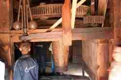 Getriebe einer alten Windmühle im Freilichtmuseum Lublin