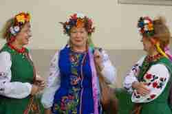 Frauen in ukrainischen Trachten in Vilnius