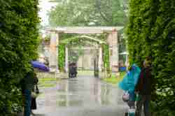 Schlosspark von Wilanów in Warschau bei Regen