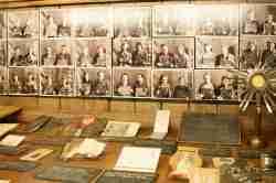 Fotos von weiblichen Kriegsgefangenen Museum des Warschauer Aufstands